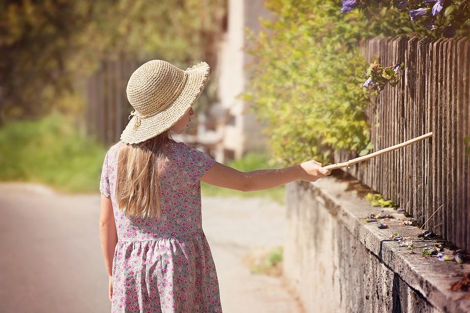 Dieser Zaun muss gestrichen werden (Foto: pezibaer /pixabay.com)